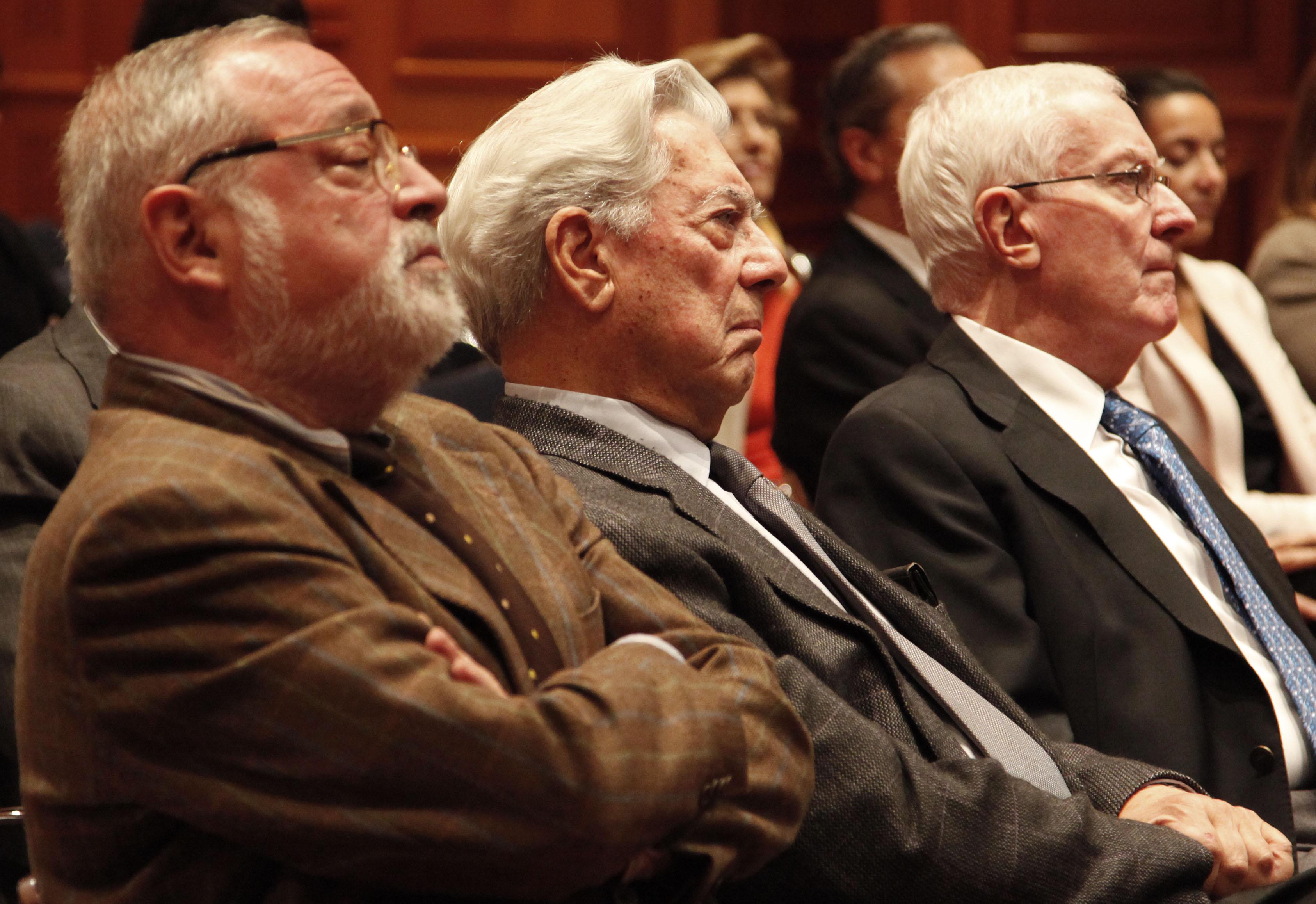 Victor García de la Concha acompañado de Mario Vargas Llosa y Fernando Savater - Fotografías: instituto Cervantes