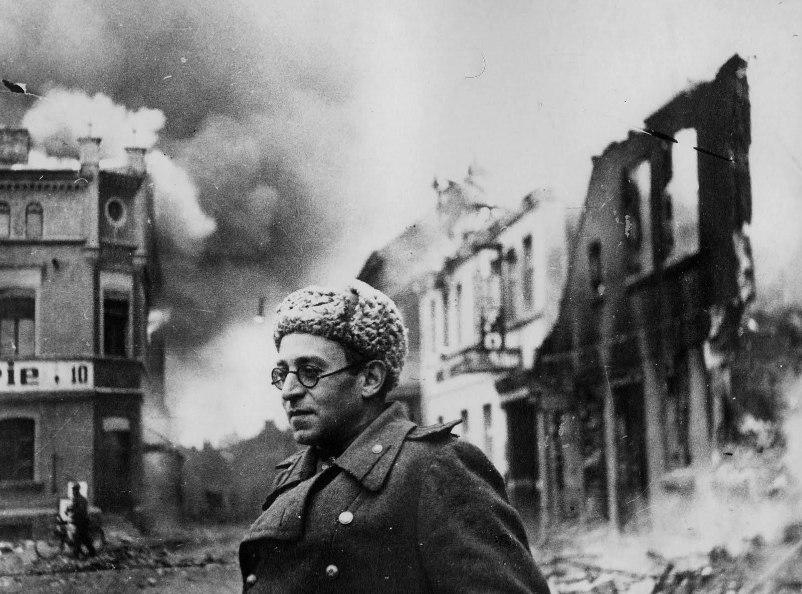 Vasili Grossman en Schwerin, últimos días de la II guerra mundial. Fotografía suministrada por la editorial: Galaxia Gutenberg