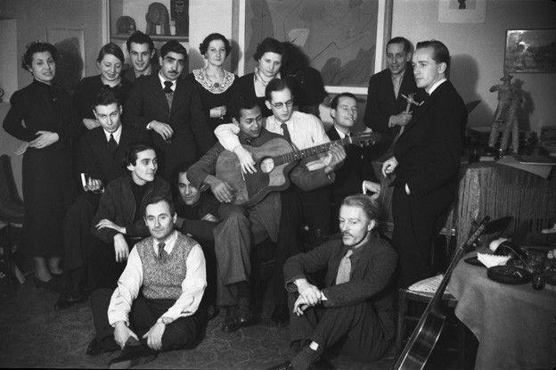Alejo Carpentier con amigos en Paris, 1936-39.