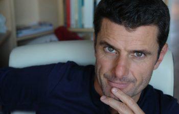 Pedro Olalla: un paseo por Atenas, un canto a la Democracia