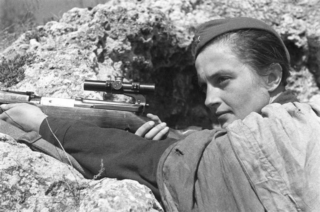 Lyudmila Pavlichenko (1916-1974), francotiradora de la 25º División Chapaiev , Ejército Rojo.