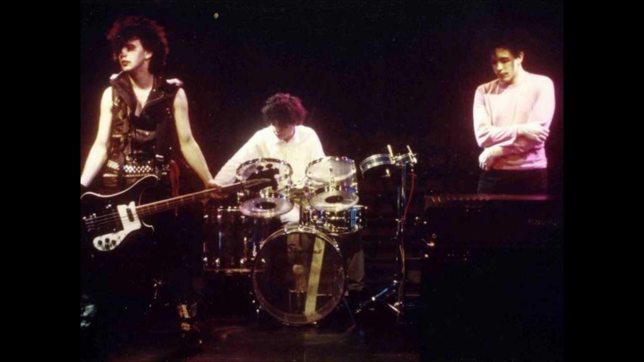 The Cure: Gira Pornography (1982). De izquierda a derecha: Simon Gallup, Lol Tolhurst y Robert Smith.
